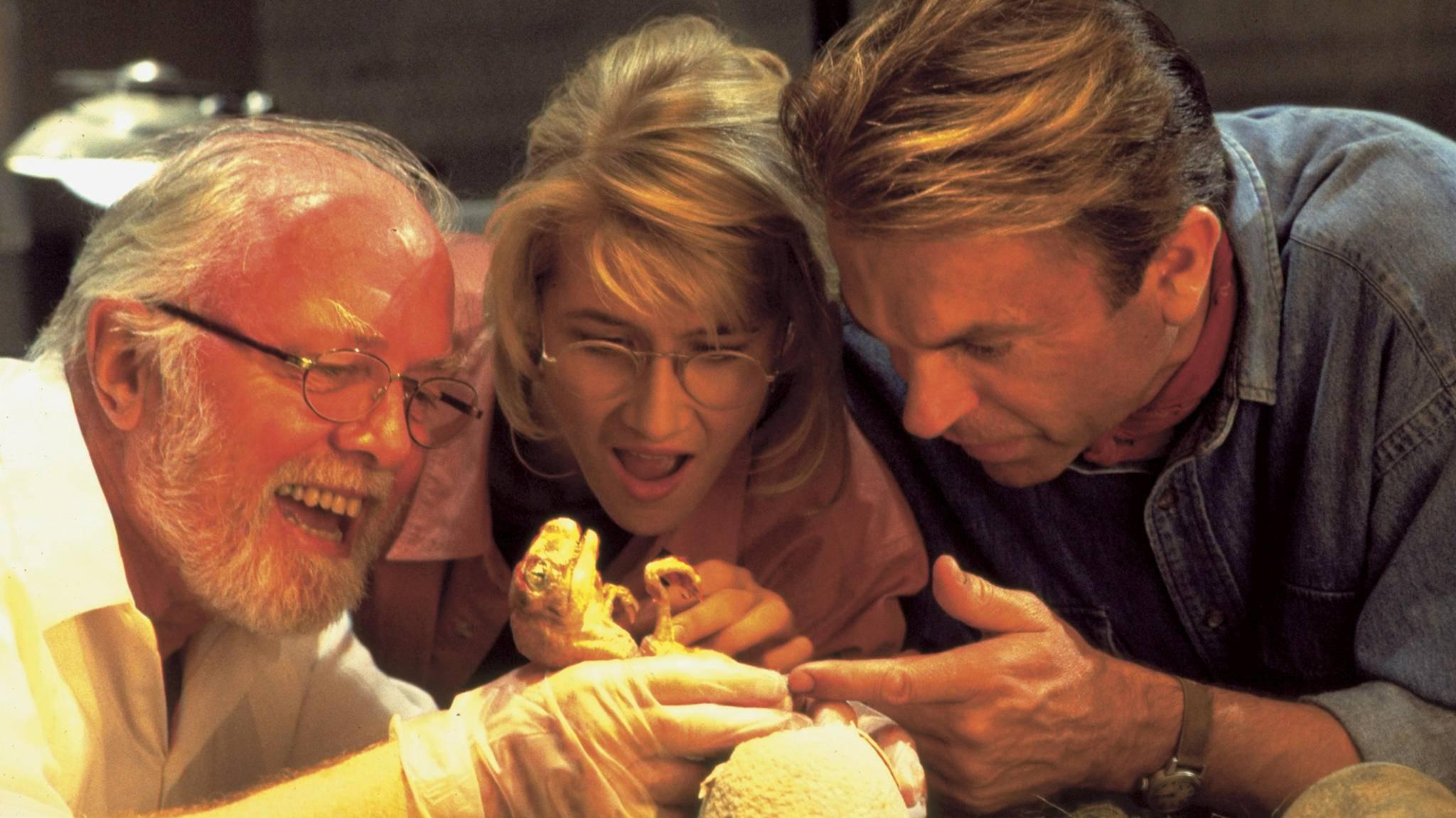 Dr. Ellie Sattler (Laura Dern) und Dr. Alan Grant (Sam Neill, rechts) könnten es bald wieder mit Dinosauriern zu tun bekommen.