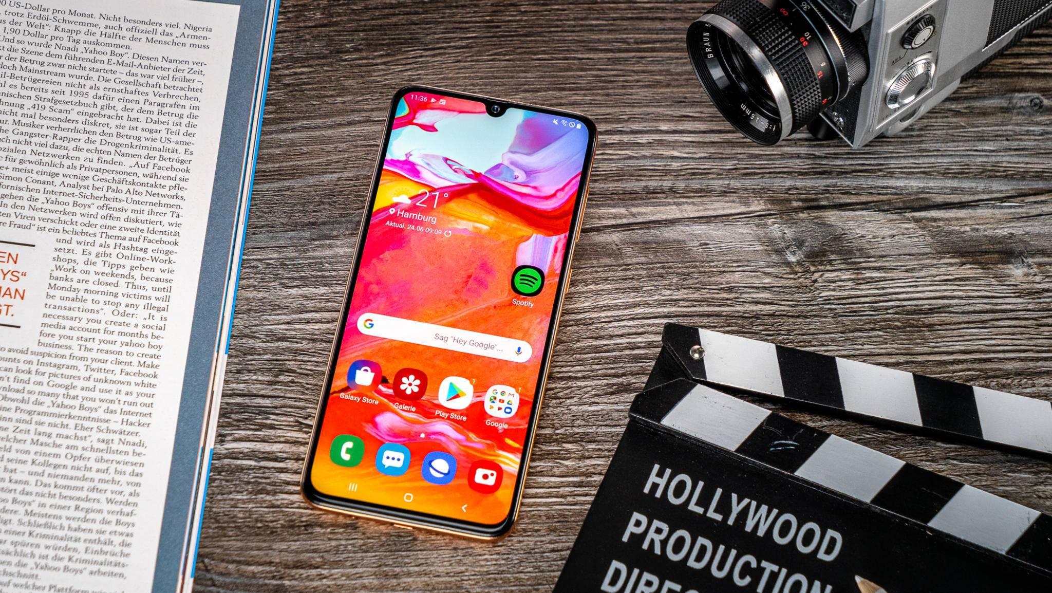 Das Galaxy A70 bietet ein großes, fast randloses AMOLED-Display.