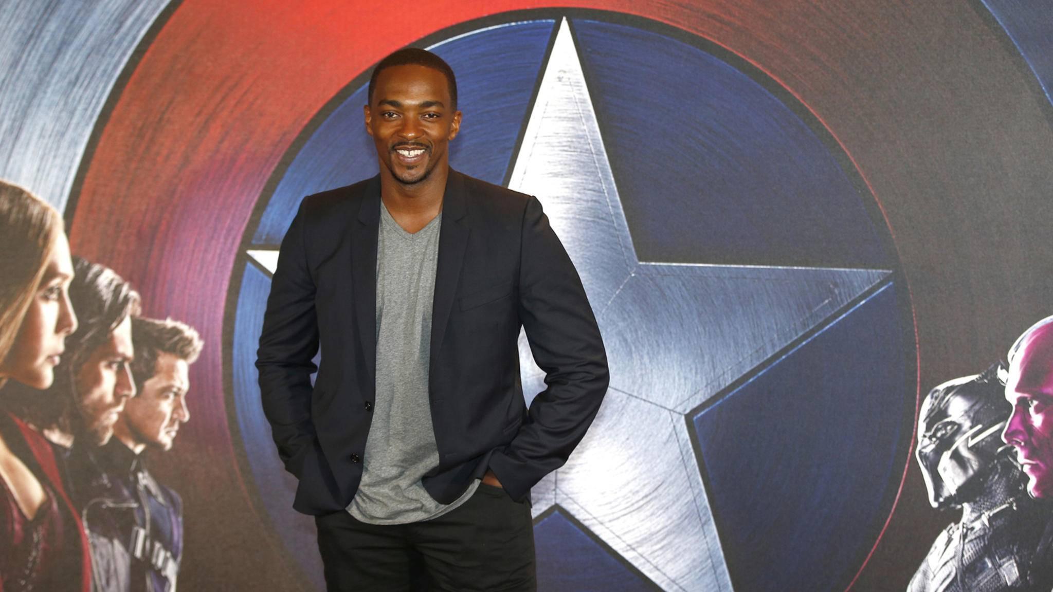 """Schauspieler Anthony Mackie posiert bei der Premiere zu """"The First Avenger: Civil War"""""""