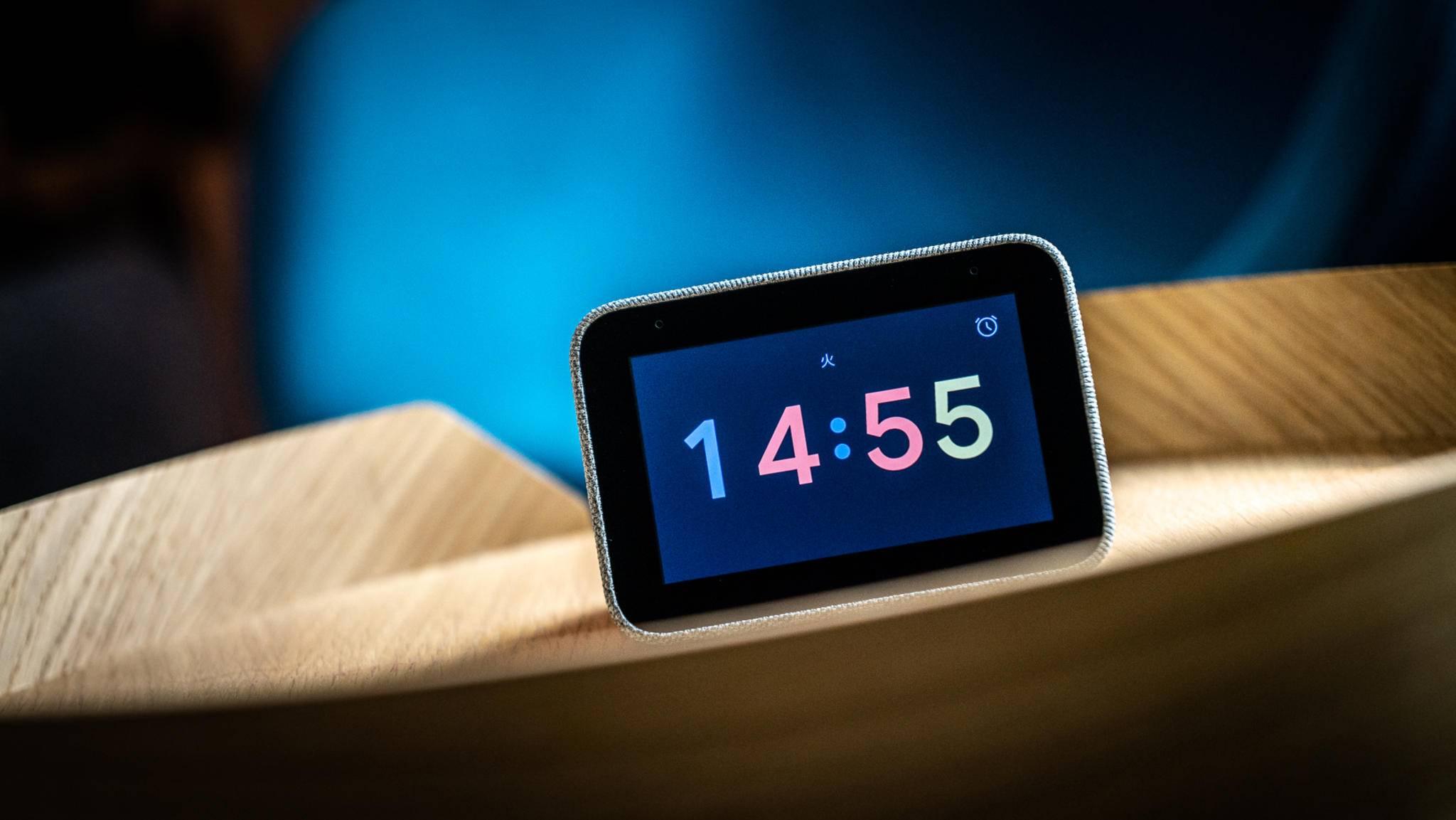 Lenovo Smart Clock: Die kompakte Schaltzentrale fürs Smart Home gibt im Test eine prima Figur ab.