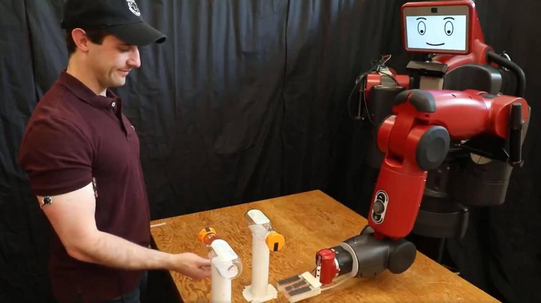 roboter-bottle-cap-challenge