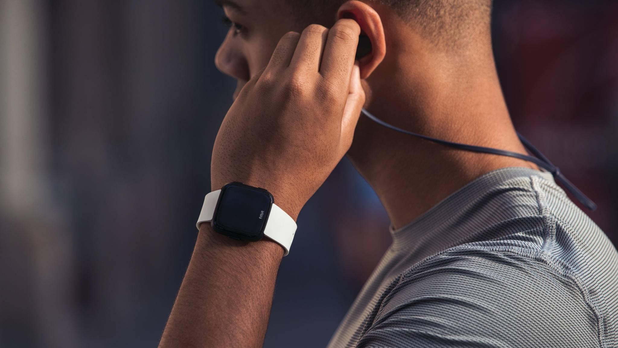 Optisch scheint sich die Fitbit Versa 2 nicht allzu sehr vom Vorgängermodell zu unterscheiden.