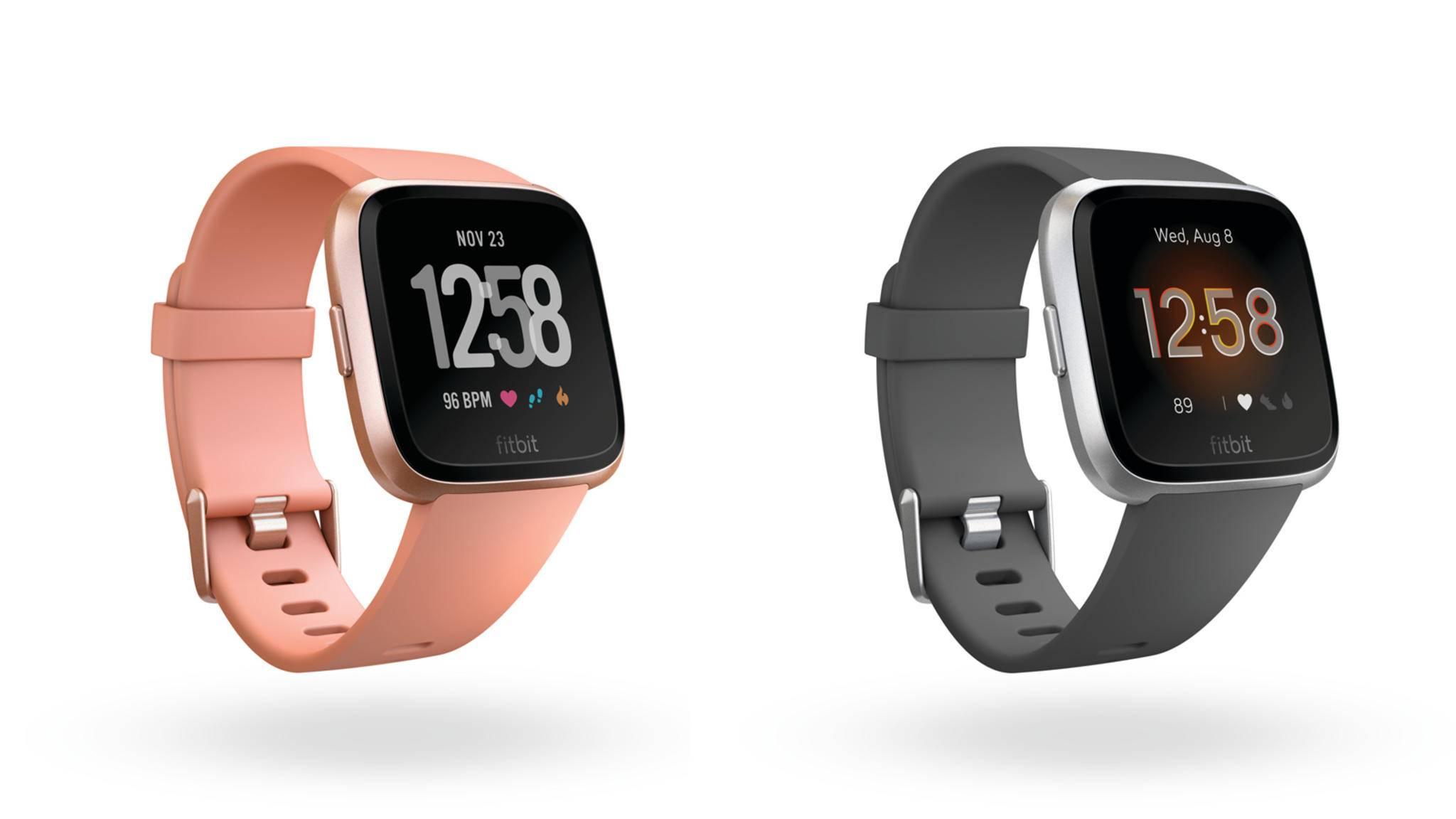 Optisch ist kaum ein Unterschied auszumachen: Fitbit Versa (links) und Fitbit Versa Lite.