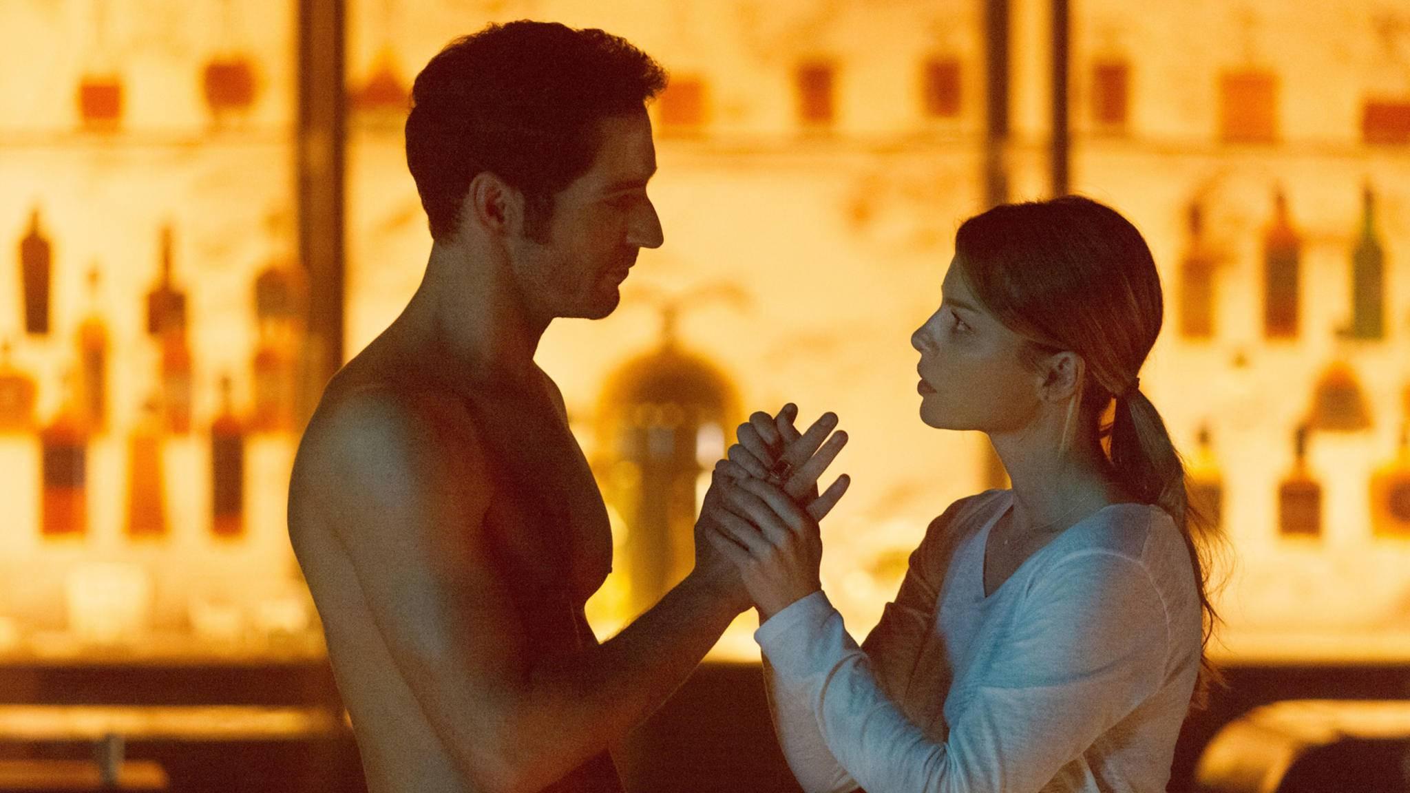 """Tom Ellis und Lauren German in einer Szene aus Staffel 1 von """"Lucifer"""""""