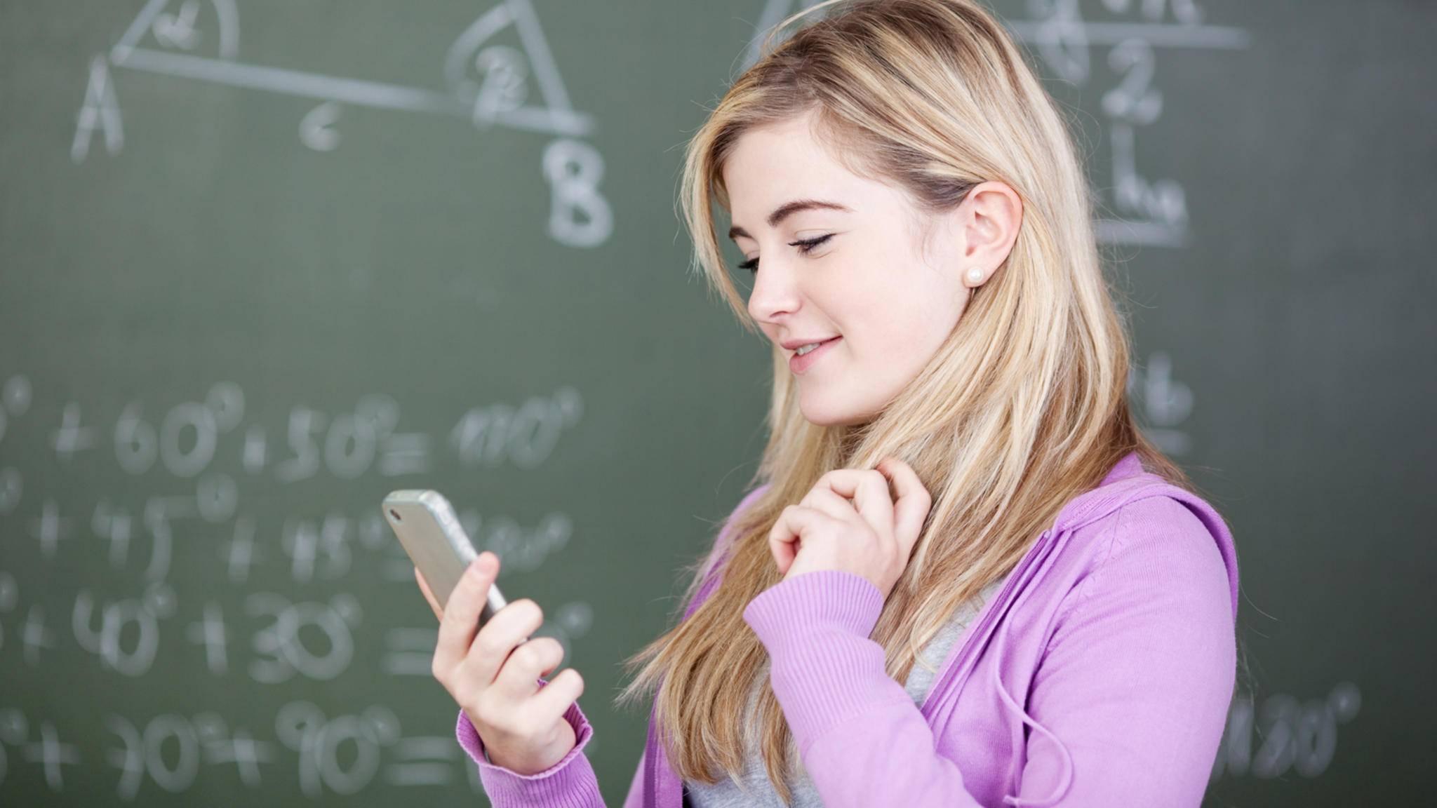 Schule-Smartphone-App-contrastwerkstatt-AdobeStock_27072995