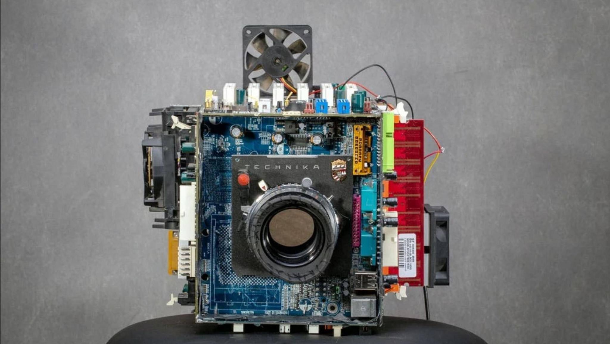 Kamera gebaut aus alten Computer-Teilen