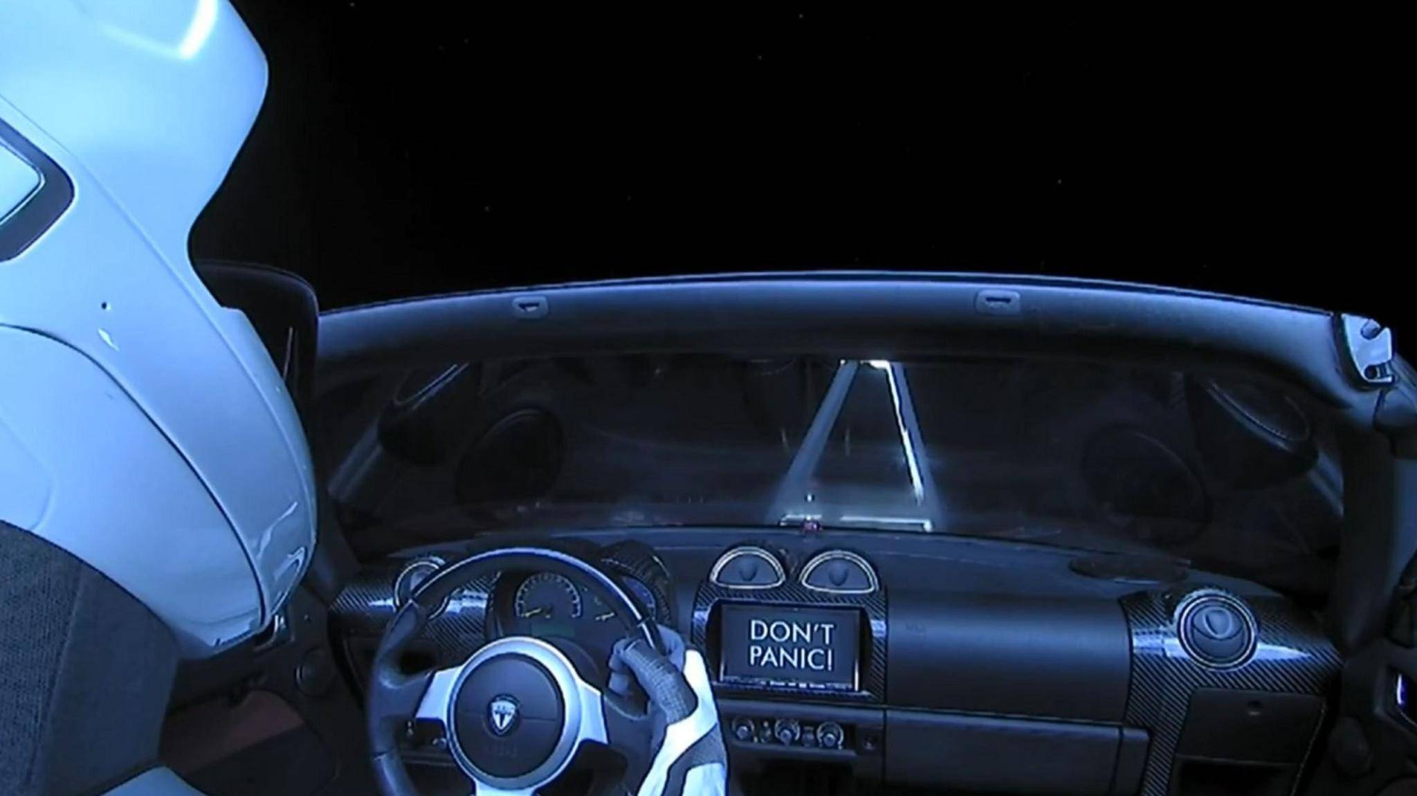 Starman im Tesla Roadster im Weltall