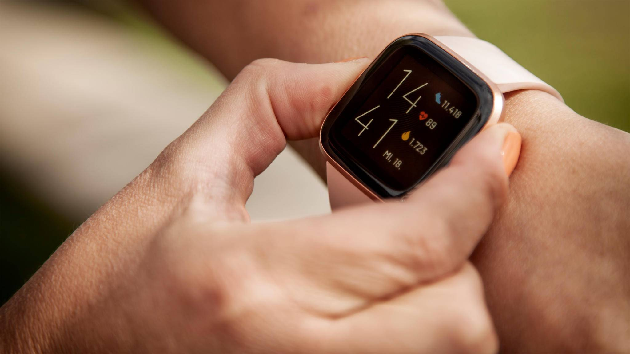 Bisher messen Geräte von Fitbit wie die Versa 2 lediglich die Herzfrequenz. Auf Herzkrankheiten kann die Smartwatch nicht hinweisen.