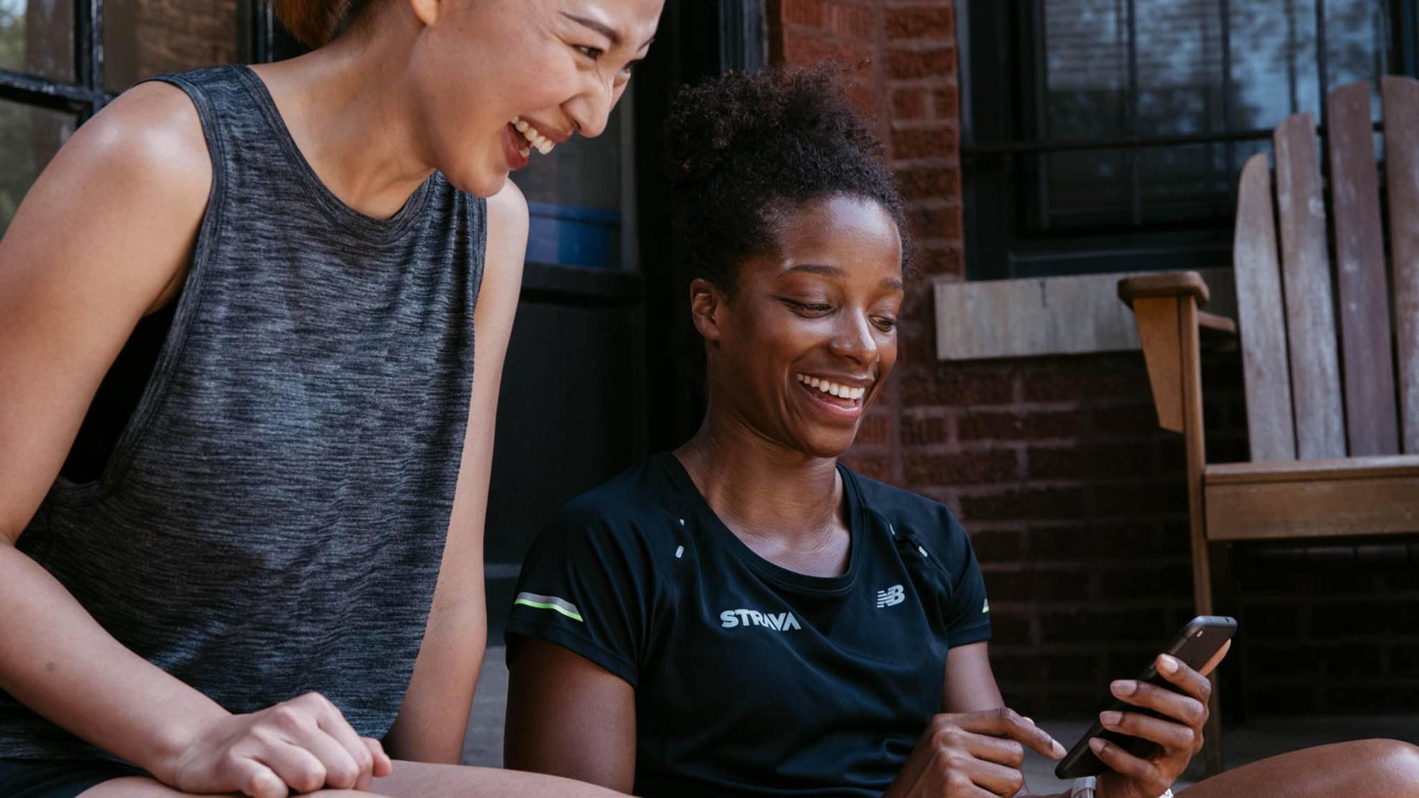 strava app frauen smartphone fitness