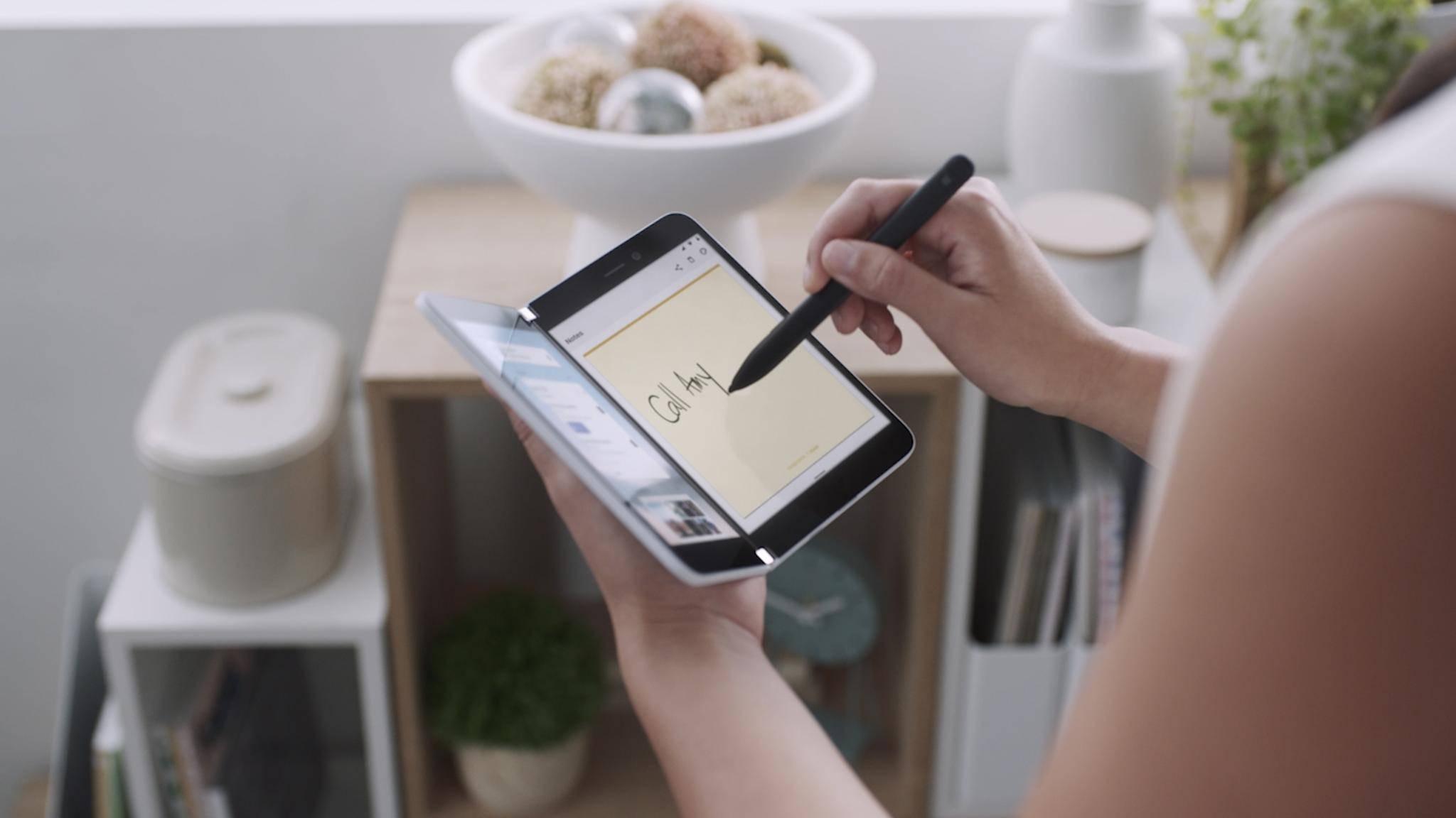 Das Surface Duo ist praktischer als das Galaxy Fold.