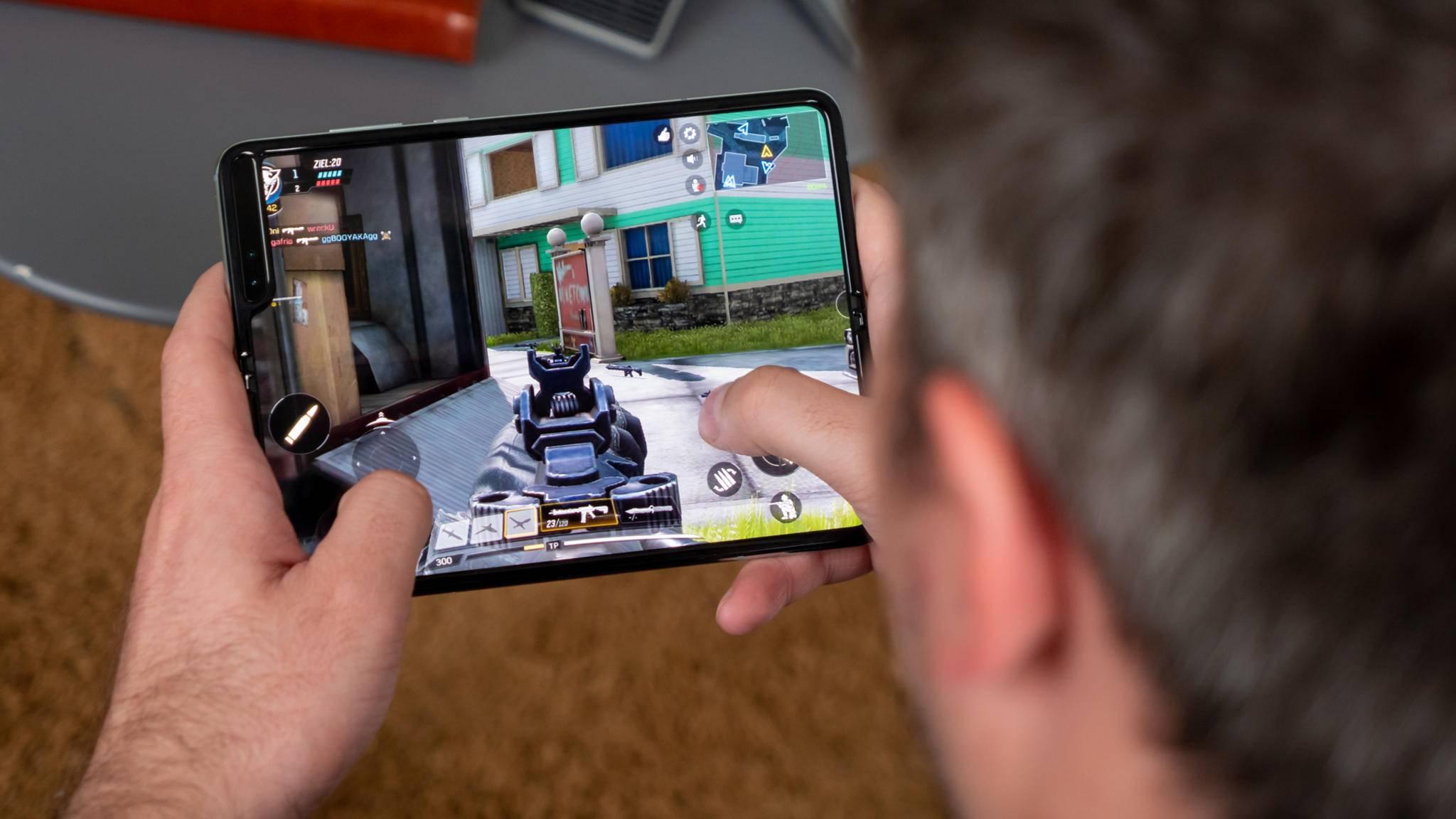 Das Galaxy Fold 2 (im Foto die erste Generation) soll auch den Stylus S-Pen unterstützen.