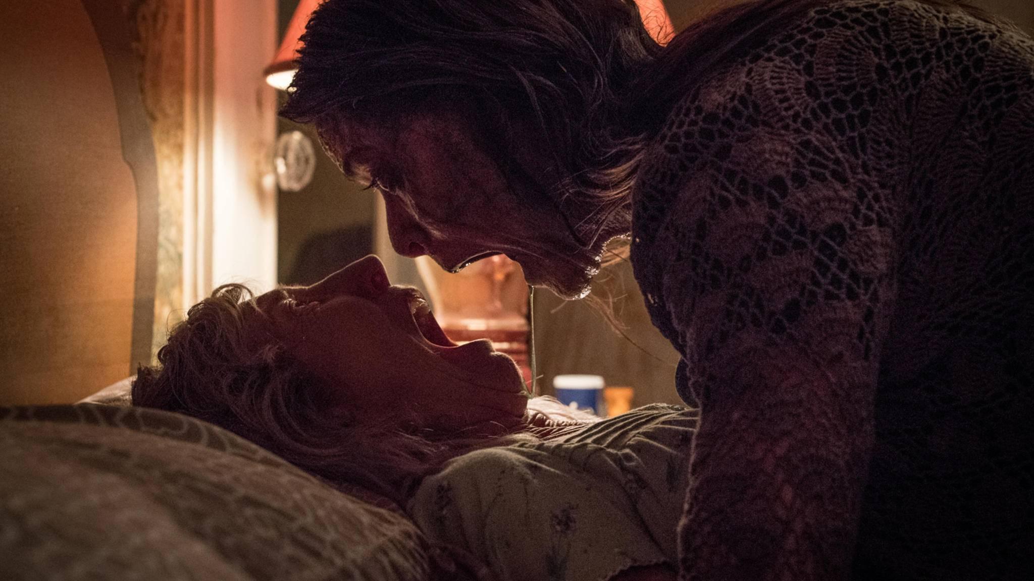 The Grudge Reboot-Lin Shaye als Faith und Tara Westwood als Fiona-Allen Fraser-Sony Pictures Entertainment Deutschand GmbH