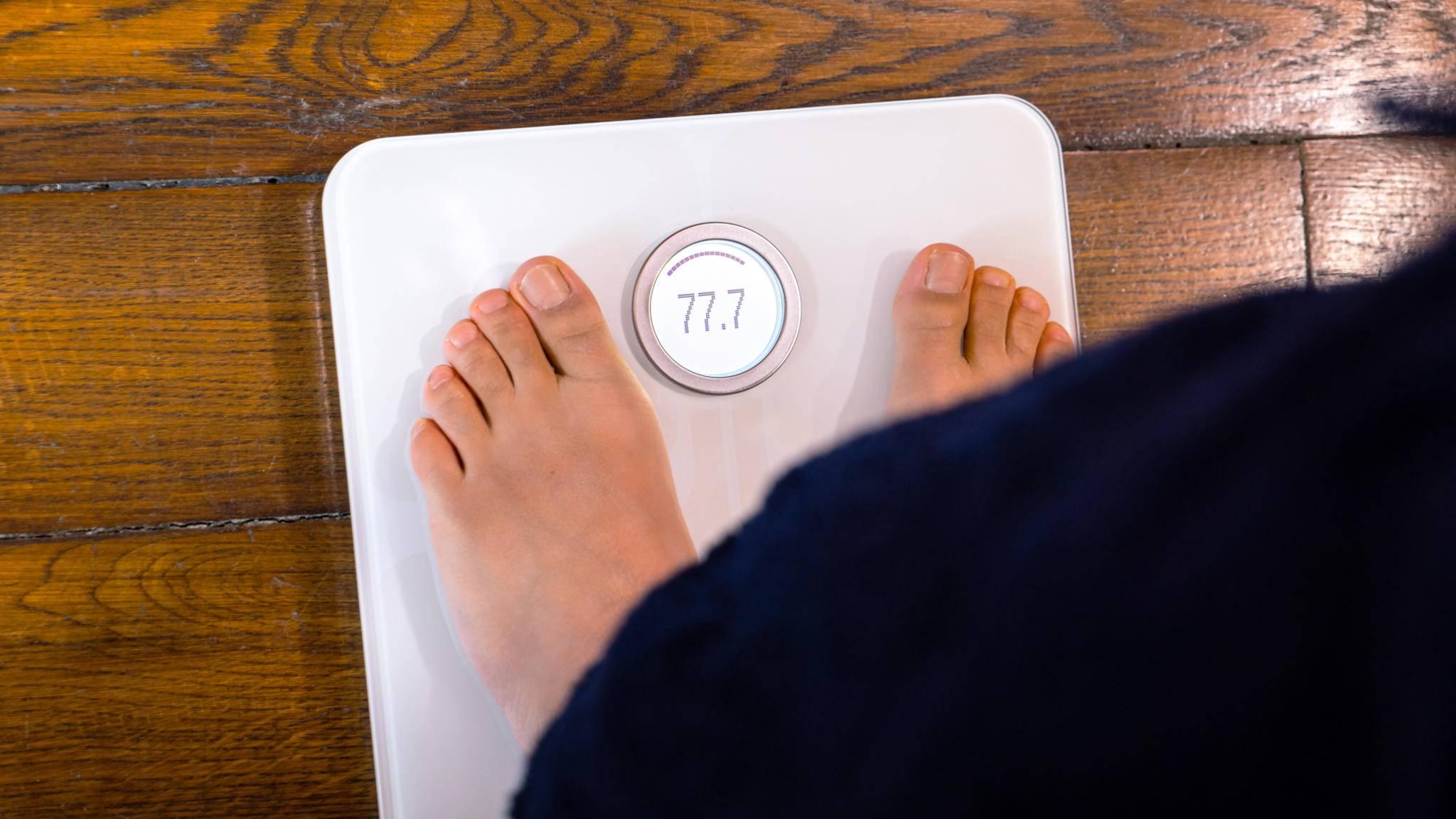 Genau wie die Fitbit Aria 2 (im Bild) soll auch die neue smarte Waage von Huami nicht nur das Gewicht erfassen.