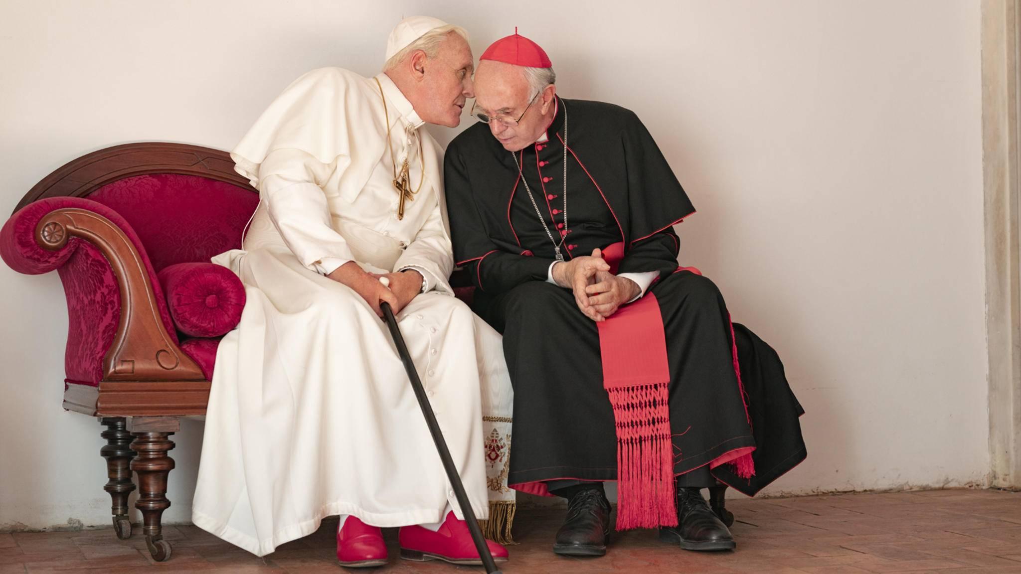 Anthony Hopkins und Jonathan Pryce in Die zwei Päpste