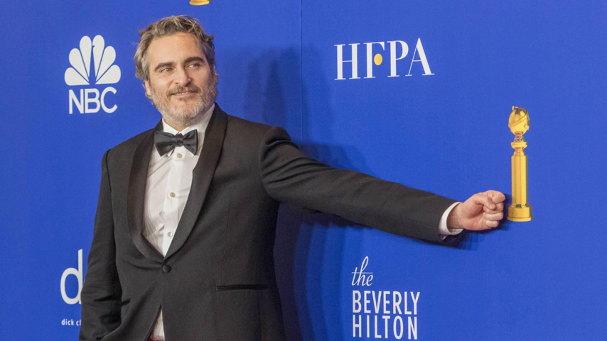 """Für seine herausragende Darstellung in """"Joker"""": Joaquin Phoenix durfte ein Goldstück mit nach Hause nehmen."""