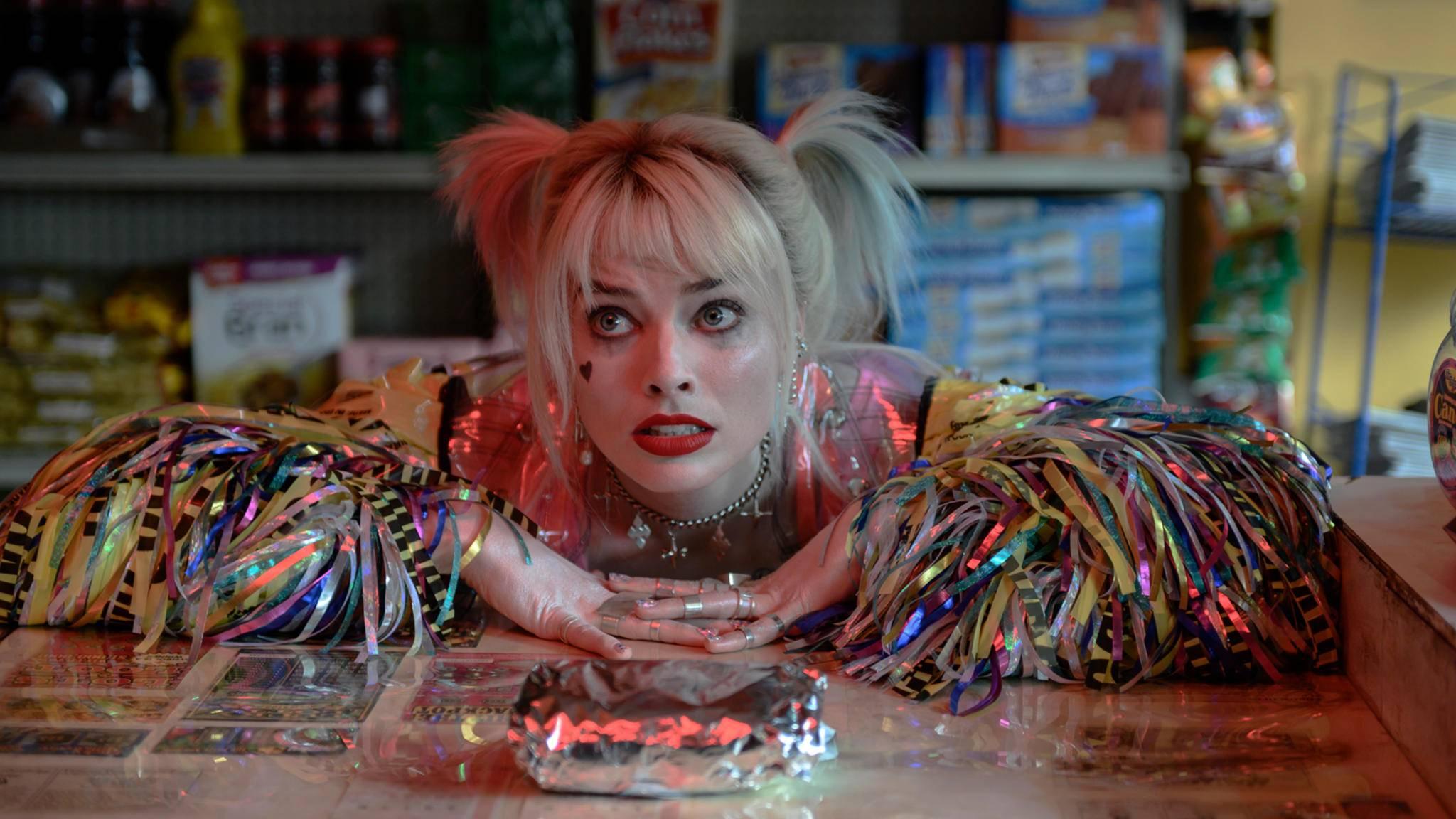 Besser spät als nie? Harley Quinns Name soll jetzt die DC-Fans in die Kinos locken.