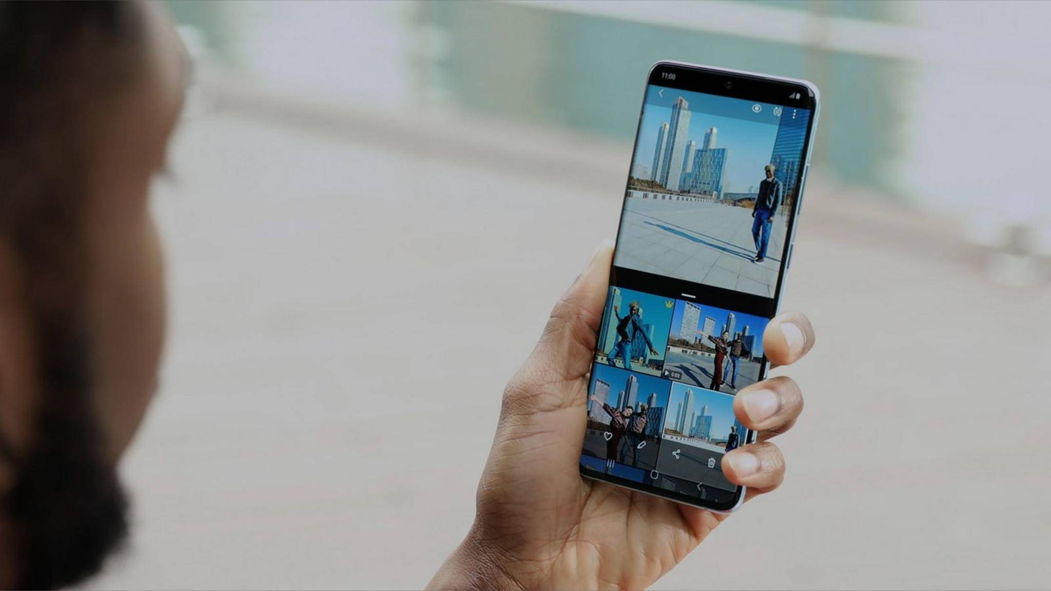 Das Galaxy S20+ (Foto) beschränkt seine QHD+-Auflösung auf 60 Hertz.