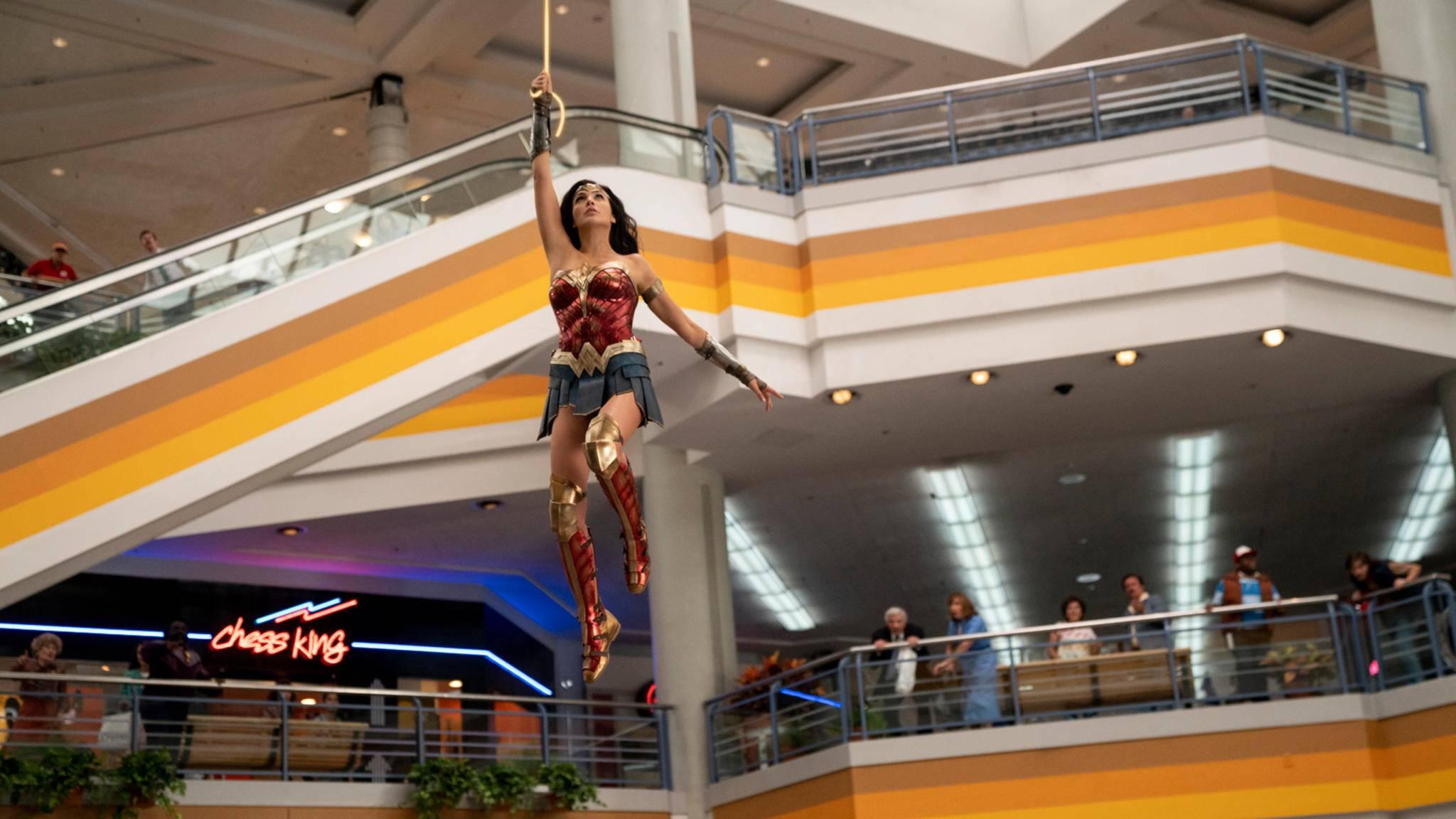 Wonder Woman 1984 Gal Gadot Lasso Mall