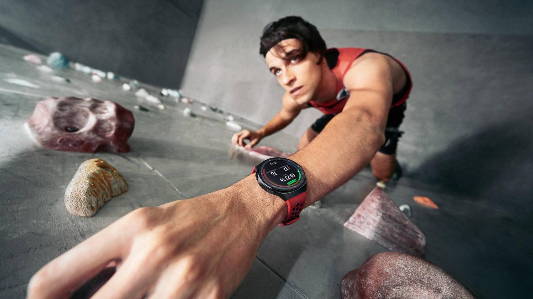 Die Huawei Watch GT2e richtet sich an preisbewusste Sportler.