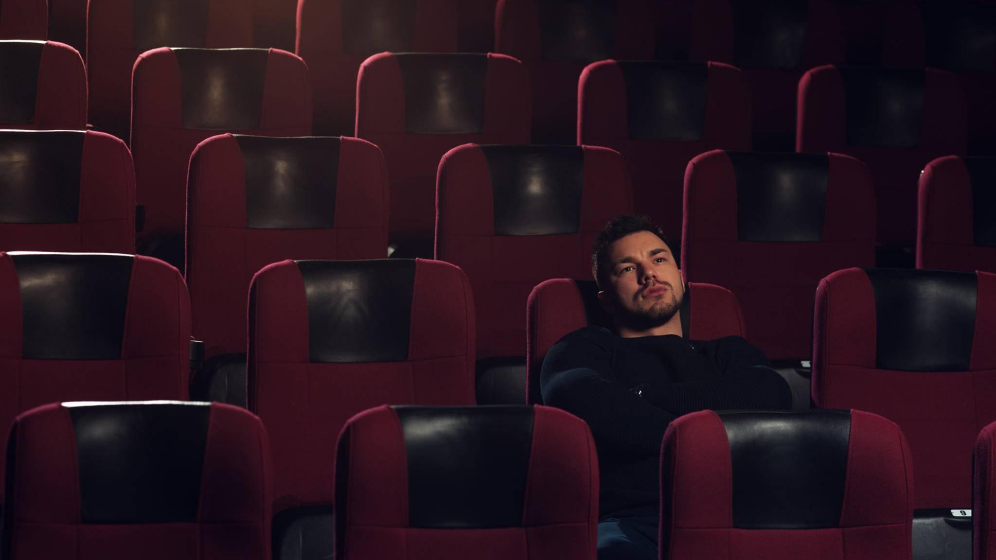 Mann im Kino