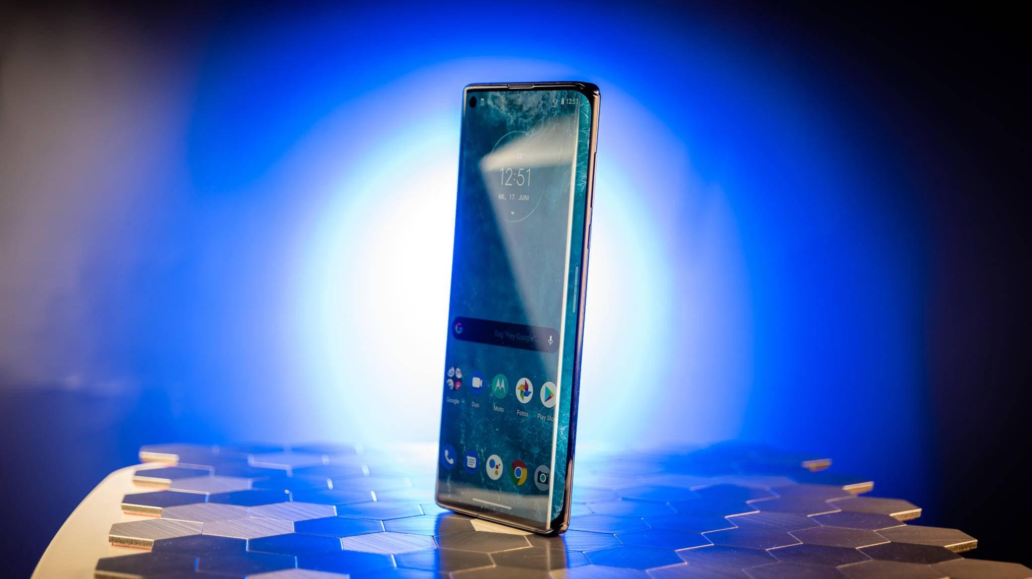 Motorola-Edge-1