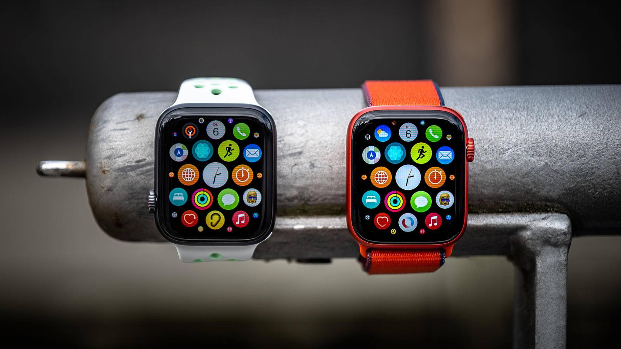 Apple Watch SE (links) und Apple Watch Series 6 (rechts)