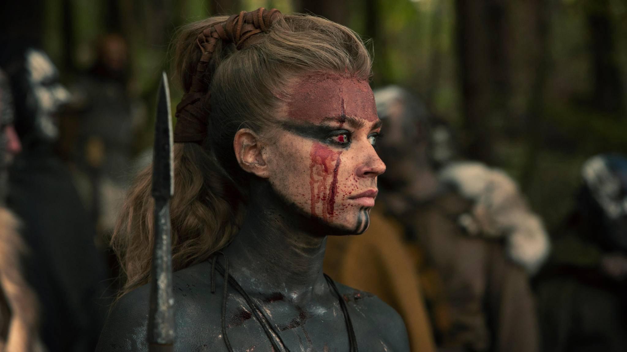 Barbaren Jeanne Goursaud als Thusnelda