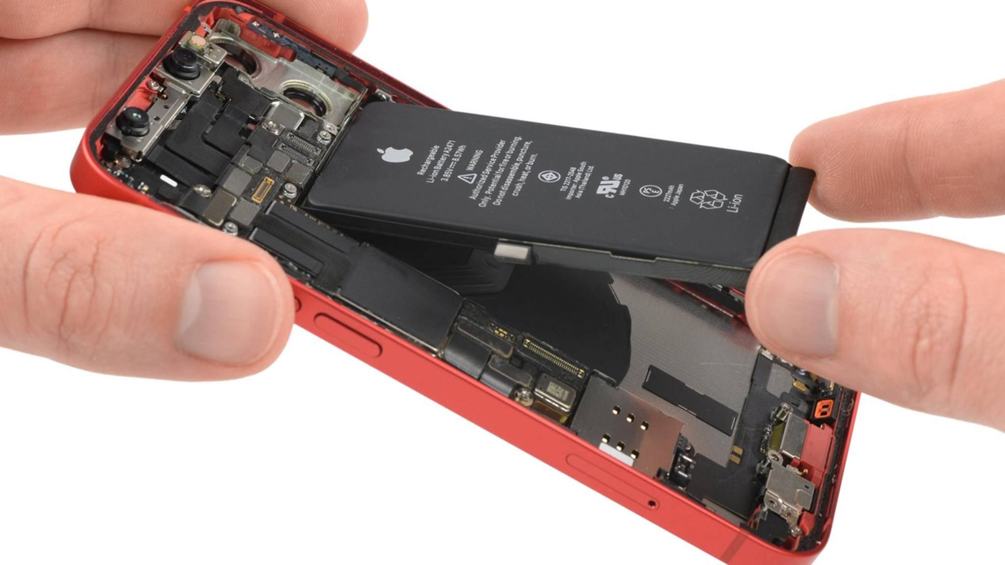 Apple hat unter anderem den Akku fürs iPhone 12 mini geschrumpft.