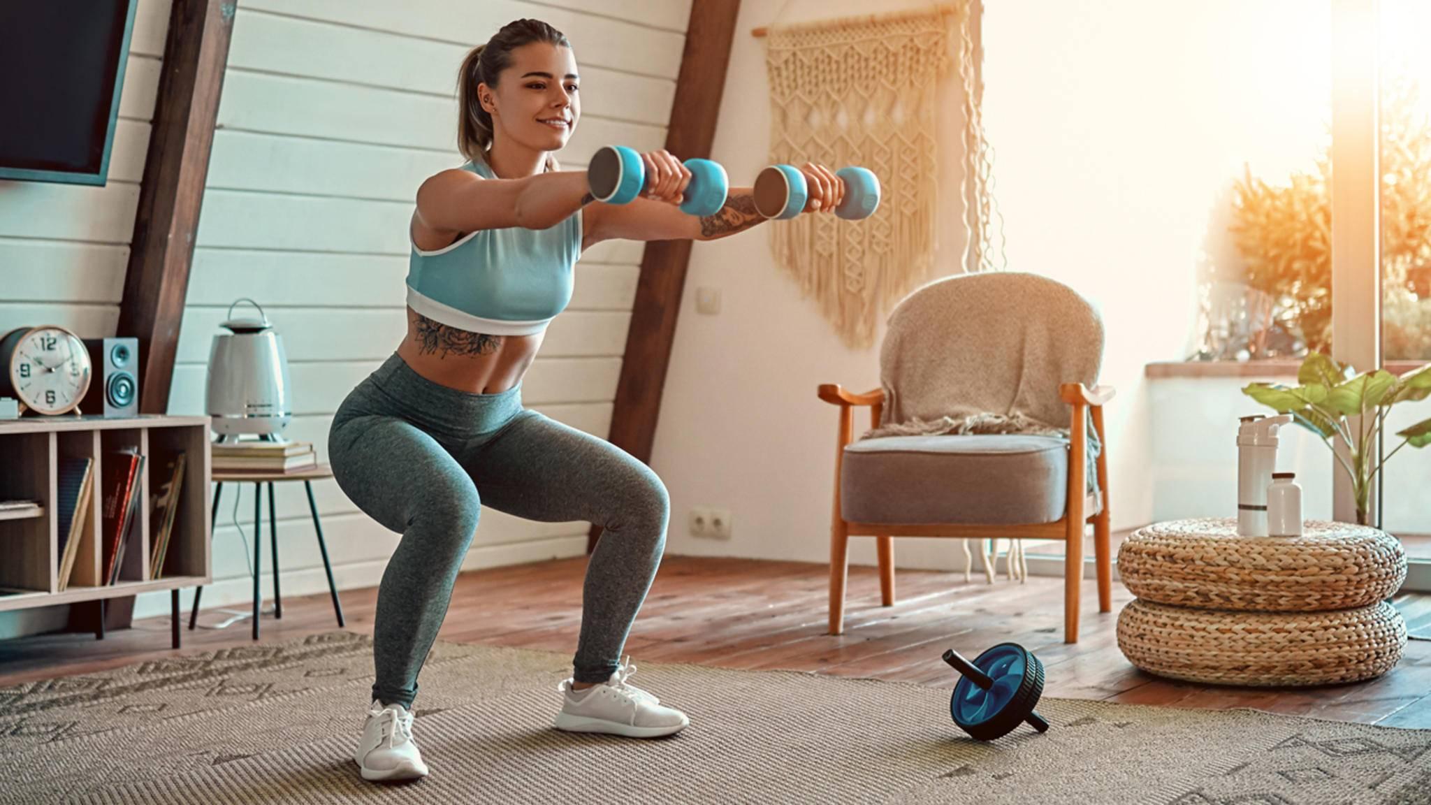 Mit wenigen günstigen Geräten wird Dein Zuhause zum Ersatz fürs Fitnessstudio.