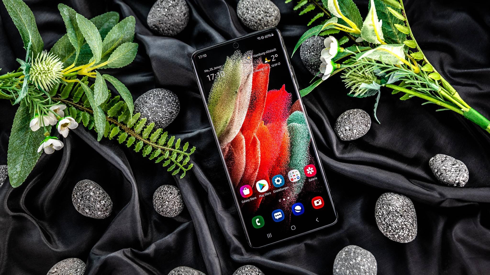 Einige Features des Galaxy S21 (hier das Ultra-Modell) gibt es auch für andere Smartphones.