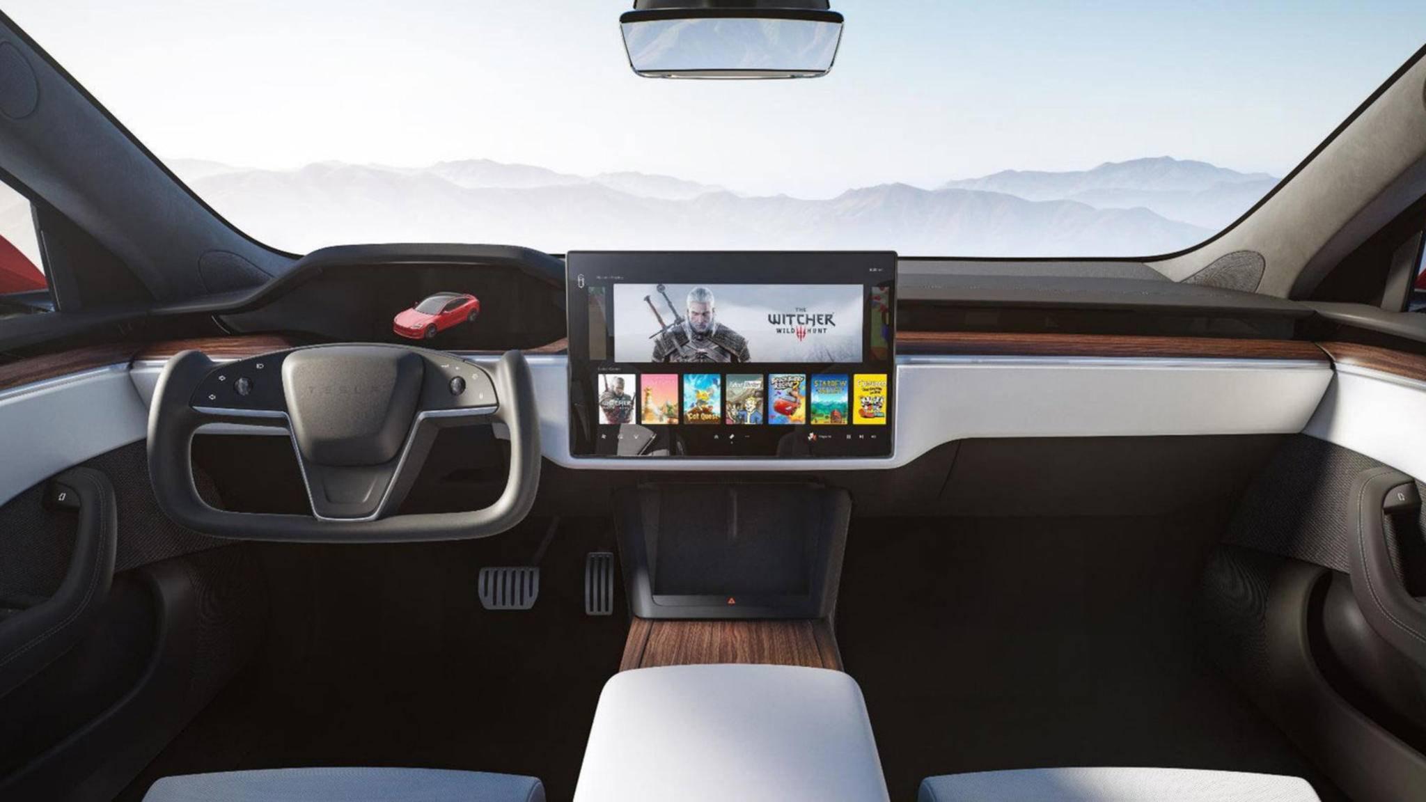 """Riesiger Screen, starke Leistung: Im neuen Tesla Model S kannst Du bequem """"Witcher 3"""" zocken."""