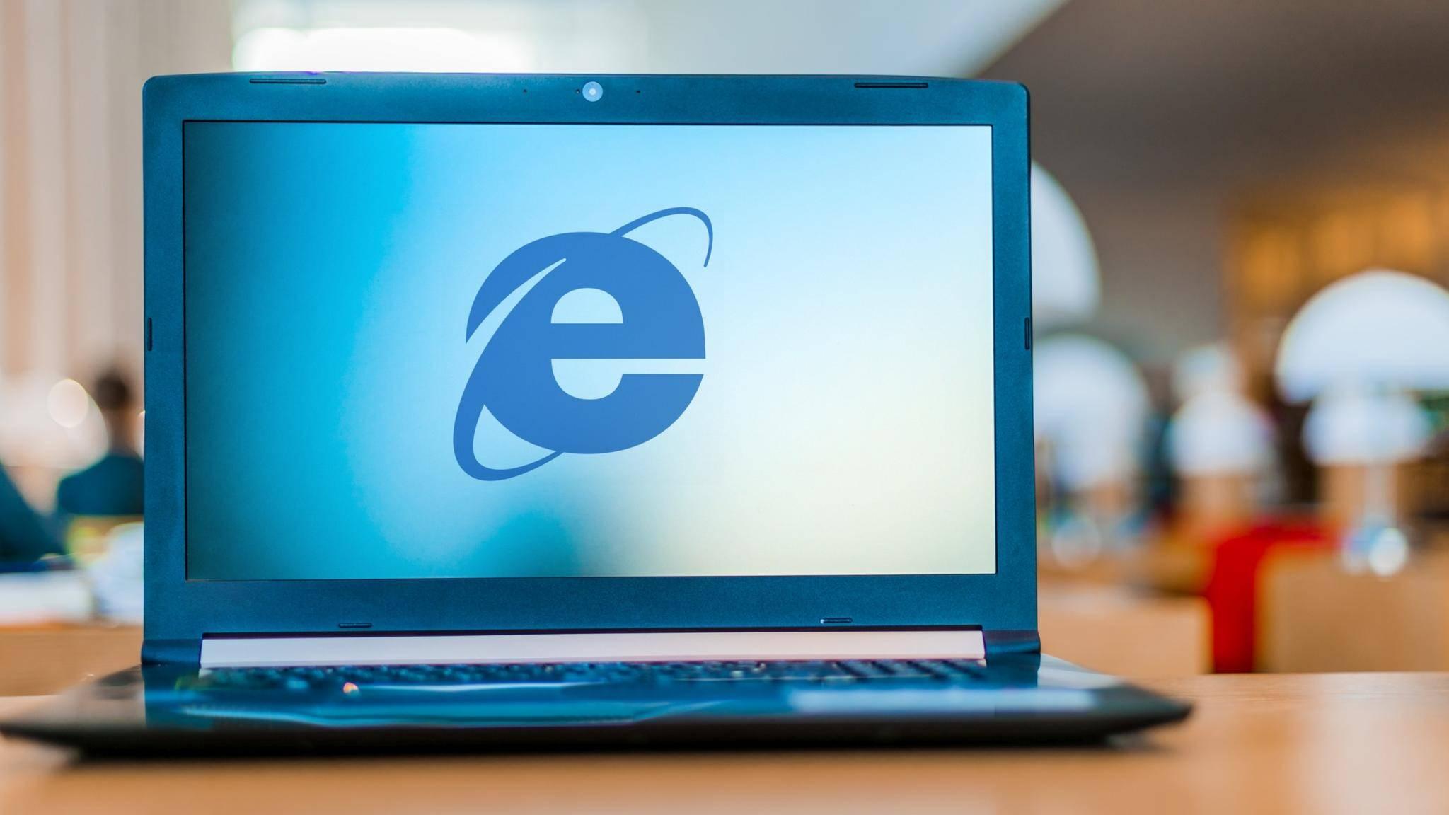 Laptop zeigt Internet Explorer Microsoft Browser