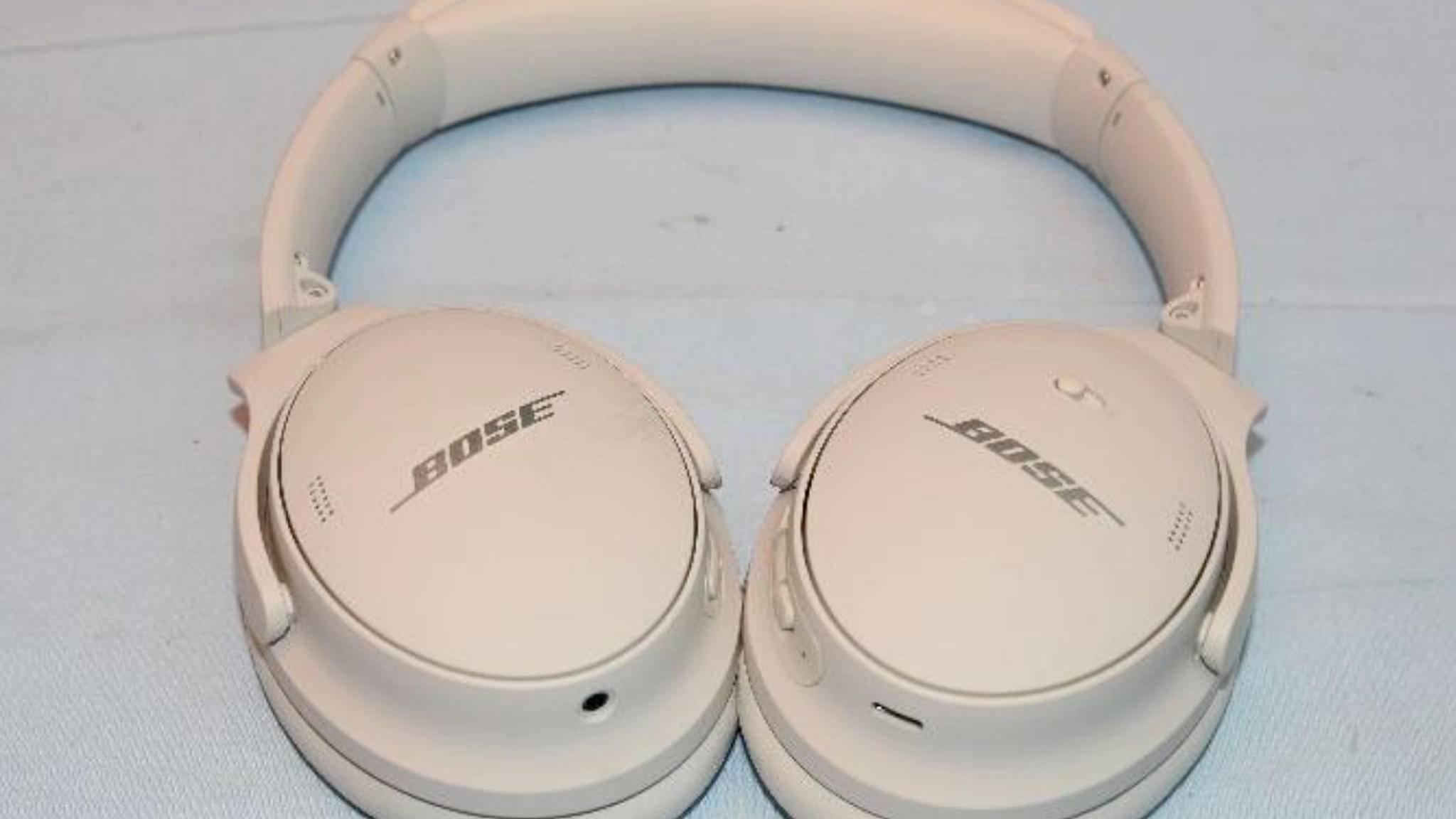 Faltbares Design, Ohrpolster aus Kunstleder: so sollen die Bose QC 45 aussehen.