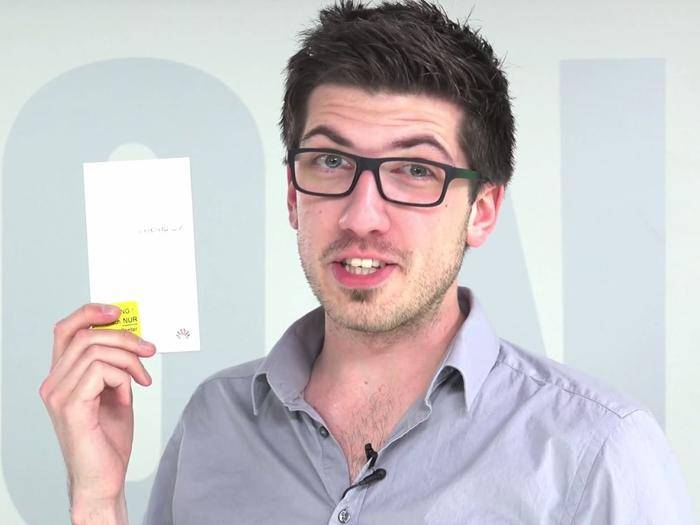 Alex checkt das Huawei Ascend G7 im Unboxing-Video.
