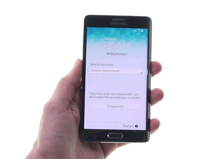 Üppig, aber nicht zu wuchtig: Das Samsung Galaxy Note Edge im Unboxing-Video.