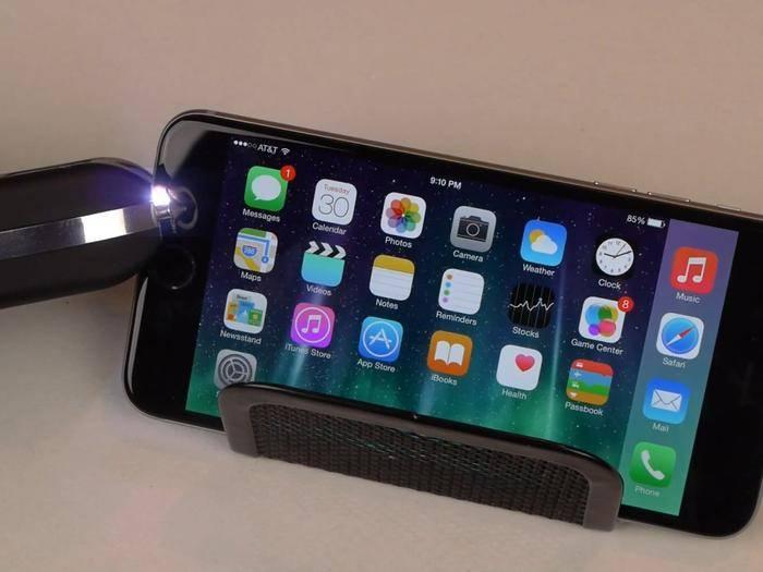 Lange hält das iPhone 6 Plus der Taser-Attacke nicht stand.