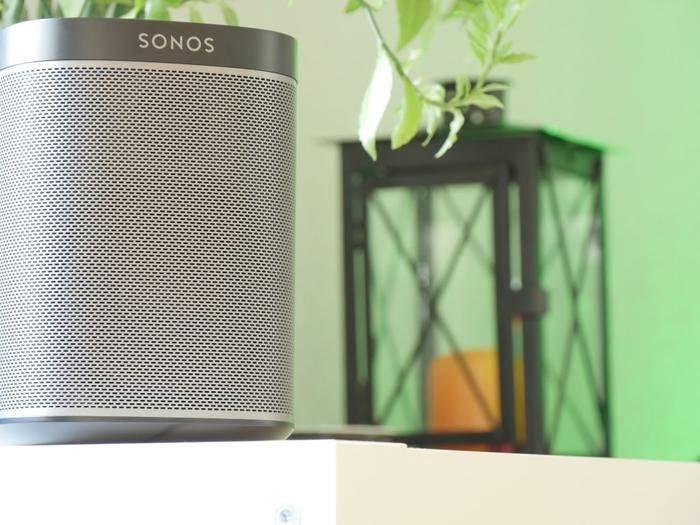 Der Sonos Play 1 bietet einen günstigen Einstieg in die Welt der Multiroom-Systeme.