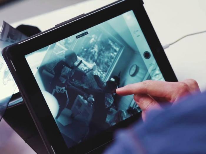 Fotonegative betrachten: Dank eines einfachen Tricks geht das auch mit iPhone und iPad.