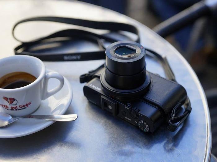 Viele Sony-Kameras lassen sich jetzt berührungslos auslösen.
