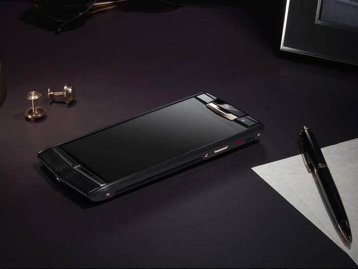 Wer etwas mehr Geld auf den Tisch legen will, kann sich ein Luxus-Smartphone kaufen.