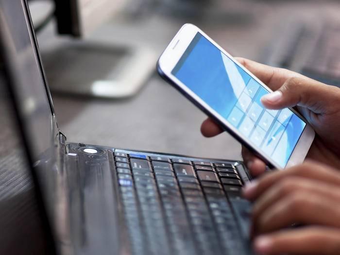 Android-Handys können direkt mit der Google-Suchleiste bedient werden.