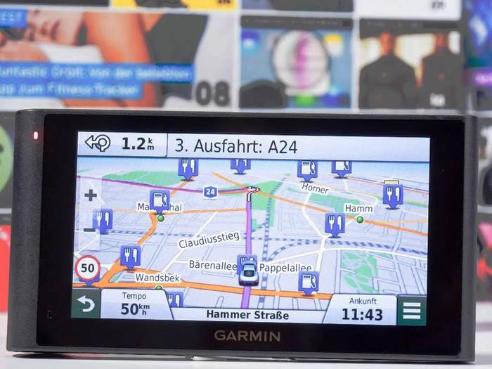Die nüviCam von Garmin kombiniert ein Navi mit einer Dashcam.