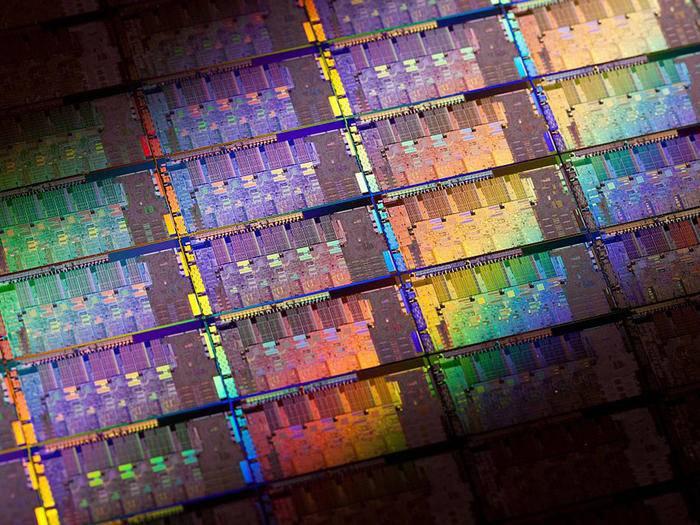 Schnell und billig: Schon im nächsten Jahr könnte die neue Technologie 3D Xpoint den bisherigen SSD-Speicher ersetzen.