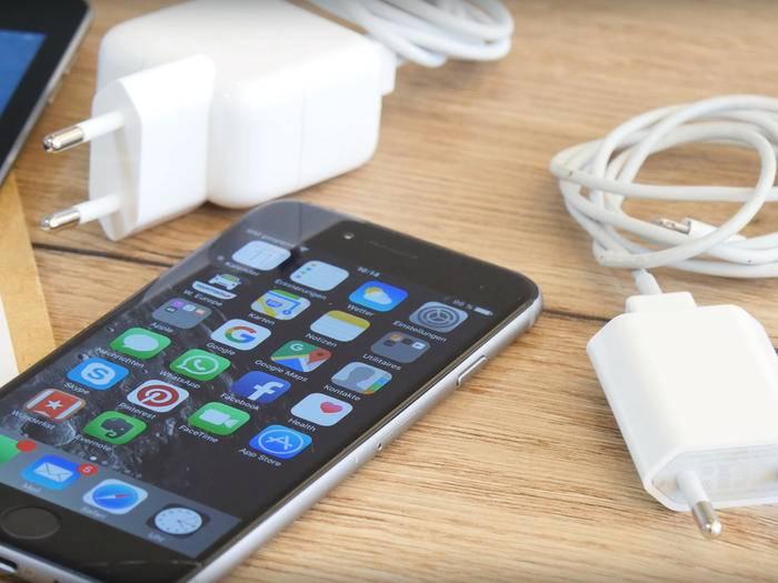 Das iPhone sollte möglichst nur mit einem zertifizierten Ladegerät aufgeladen werden.