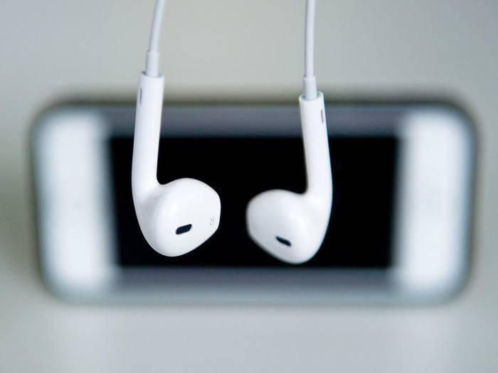 Für das iPhone 7 könnte es eine Wireless-Variante der EarPods geben.