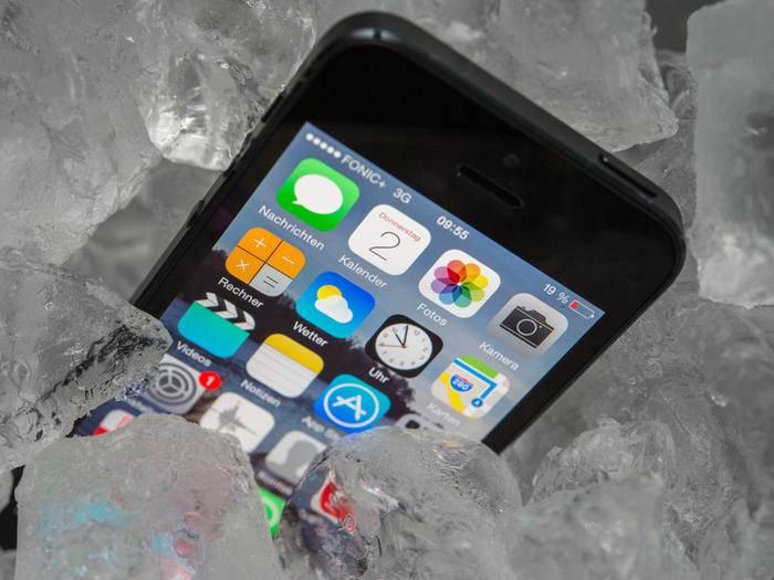 Ein iPhone auf Eis bekommt dem Akku nicht gut.