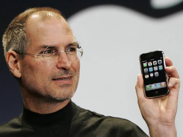Steve Jobs präsentierte 2007 das erste iPhone.