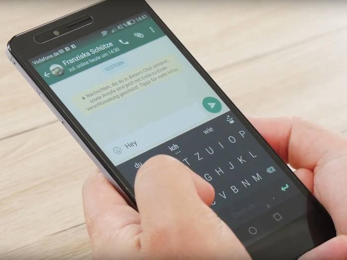 Mit diesen Tipps holst Du noch mehr aus der WhatsApp-Tastatur heraus.