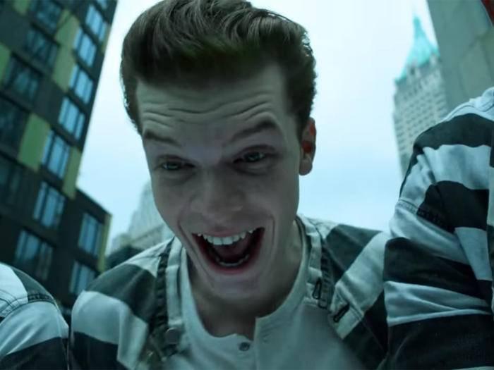 """Die Parallelen sind unübersehbar – aber ist Jerome Valeska wirklich der Joker? Staffel 3 von """"Gotham"""" könnte Klarheit bringen..."""