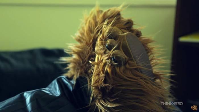 Warm und flauschig: Hausschuhe im Chewbacca-Look.